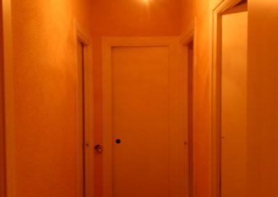 Pasillo de piso en proceso de pintado