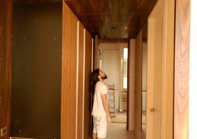 Pintor de Decopinturas  en pasillo piso