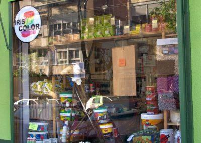 escaparate tienda de pintura y decoracion exterior